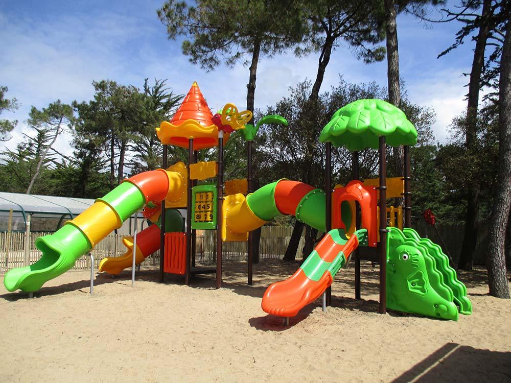 aire-de-jeux-sion- camping st gilles croix de vie