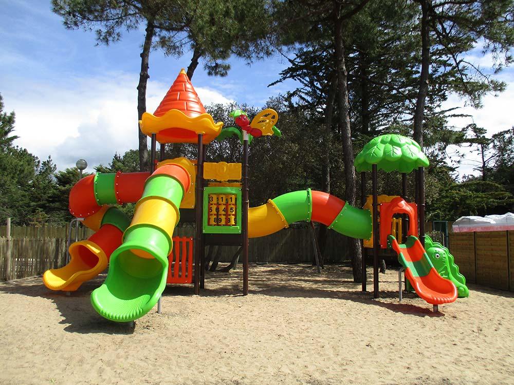 aire-jeux-sion- camping st gilles croix de vie