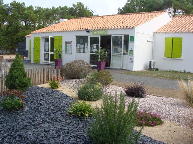 Accueil du camping 3 étoiles avec accès direct plage en Vendée