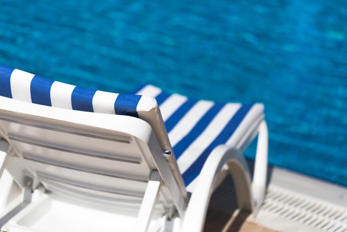 Se détendre dans une piscine couverte et chauffée