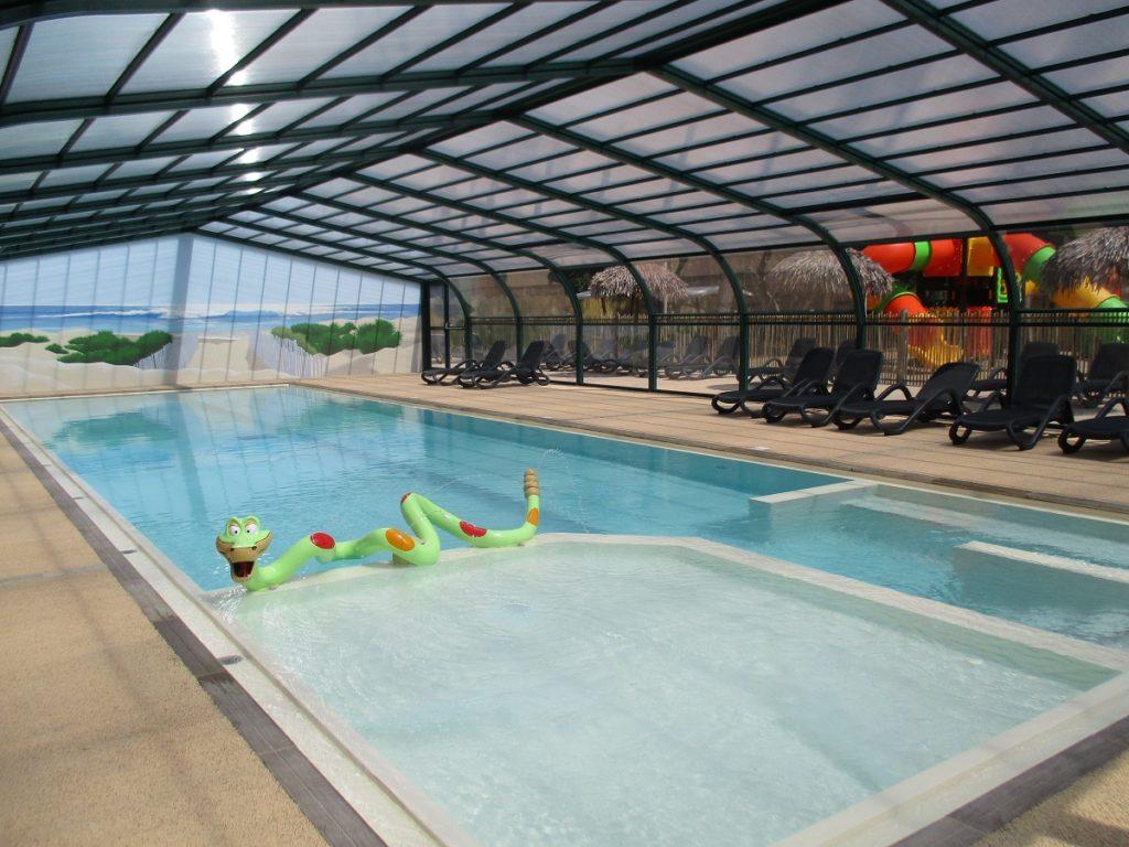 La piscine couverte du camping de Sion en Vendée