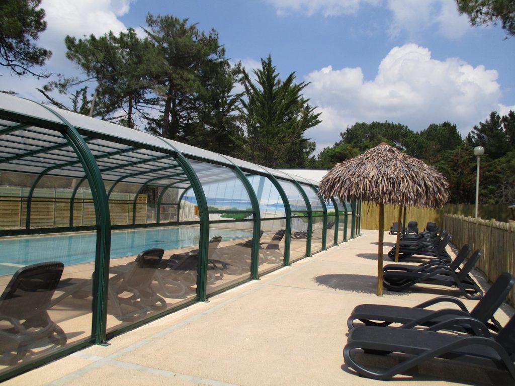 location dans camping avec piscine couverte